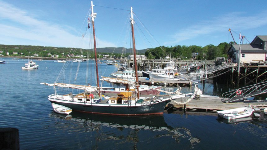 Maine Windjammer Cruises schooner Mistress ready to set sail.