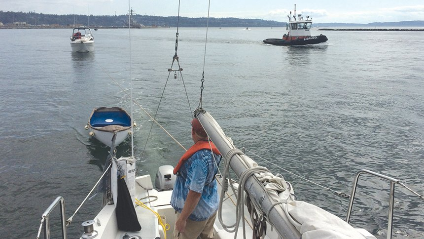 Sailors tow stranded boat to safety