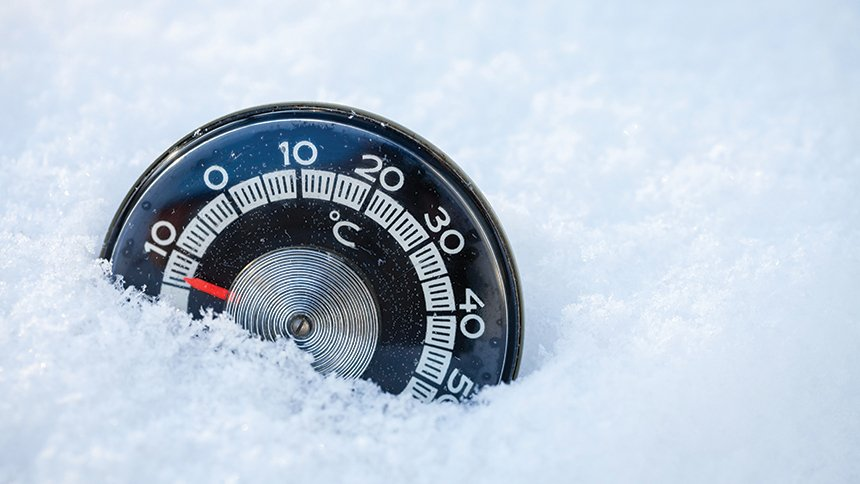 Treating hypothermia image of snow and thermometer